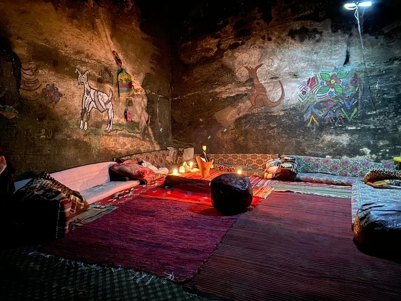Authentic Bedouin cave 5 min walk from Little Petra park entrance, holiday rental in Petra - Wadi Musa