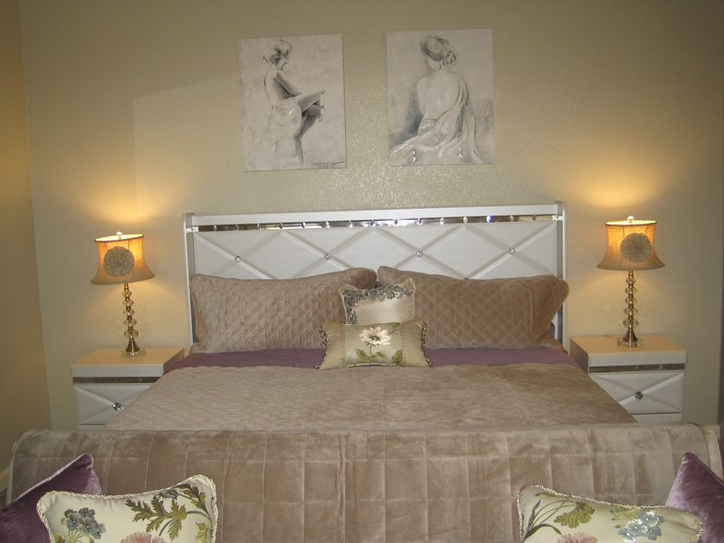 Lovely private master suite with back-yard, location de vacances à Roseville
