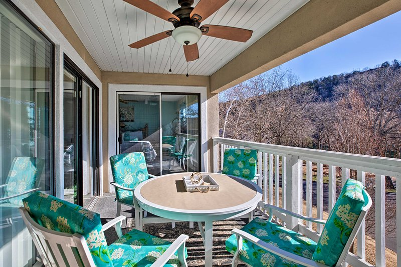 Lake-View Condo 5 Mi to Branson Attractions!, vacation rental in Point Lookout