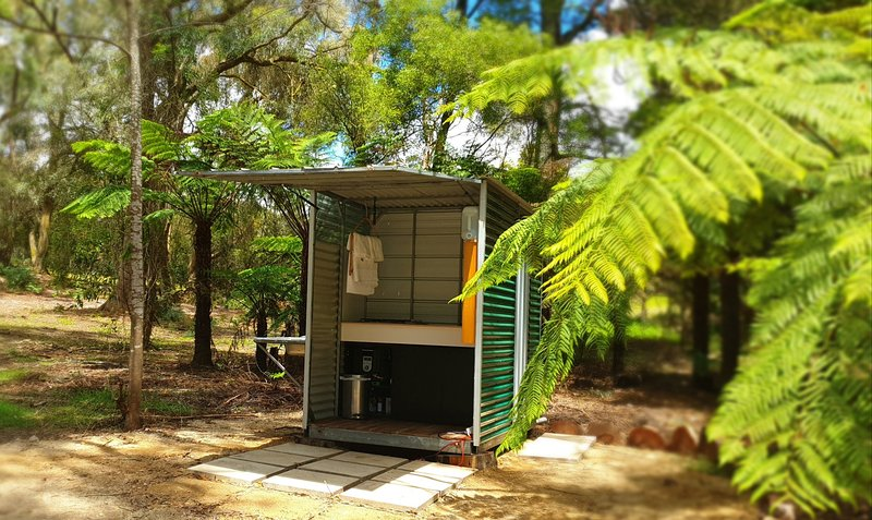 A Great Place - Glamping in a fern tree gully, vacation rental in Welshpool