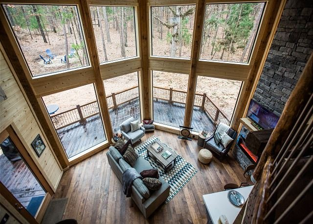 1Forest1 Romantic, Luxurious Couples Cabin;  Loft; Hot Tub; Fire Place, holiday rental in Broken Bow