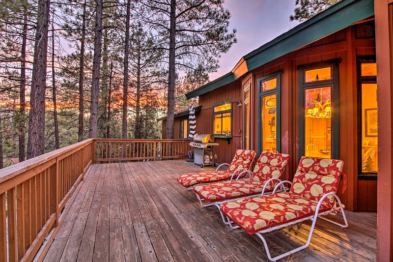 NEW! Year-Round Mtn Lodge - Hike, Ski, Swim, Fish!, alquiler de vacaciones en Moonridge