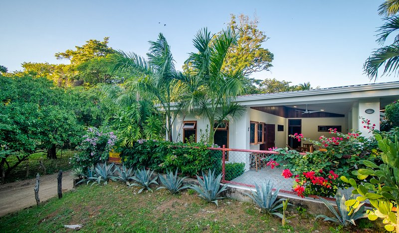 Mar y Sol Beach House, Nicaragua, holiday rental in Escamequita