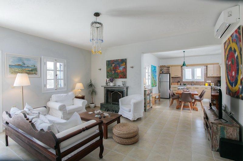 Seaside Naxos • Villa Dimitra • 3 BDR Ensuite • 4 mins walk from Plaka Beach, aluguéis de temporada em Naxos