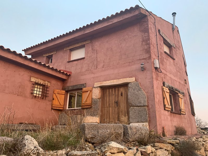 Casa Las Peñas: Casa estilo Rural en El Vallecillo, holiday rental in Noguera de Albarracin