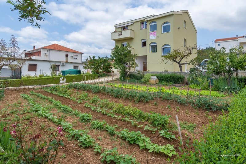 One bedroom apartment Posedarje, Novigrad (A-6190-b), location de vacances à Posedarje