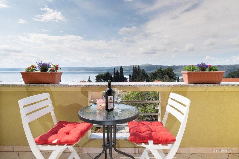 Cosino Apartment Sleeps 2 with Air Con - 5465505, holiday rental in Posedarje