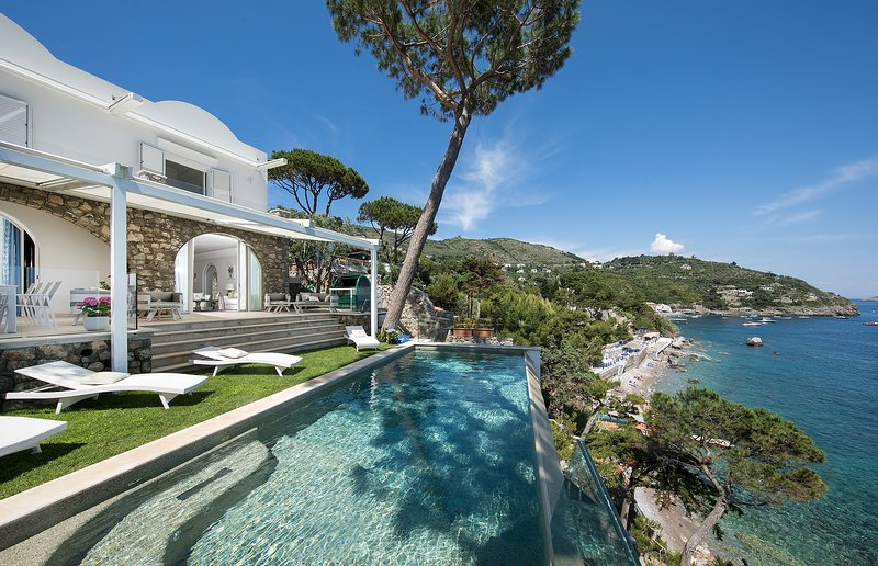 Villa Ibiscus with Infinity Pool, Direct Sea Access, Sea View, Parking and Break, vacation rental in Nerano