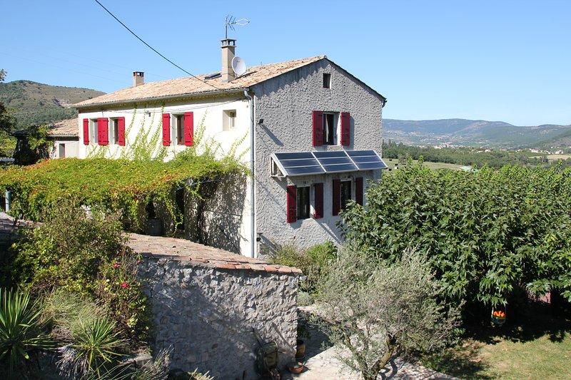 Grande maison familiale avec piscine en Ardèche, holiday rental in Gras
