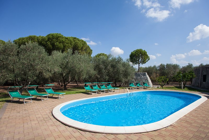 Tipica casa salentina con piscina ed internet m541, holiday rental in Soleto