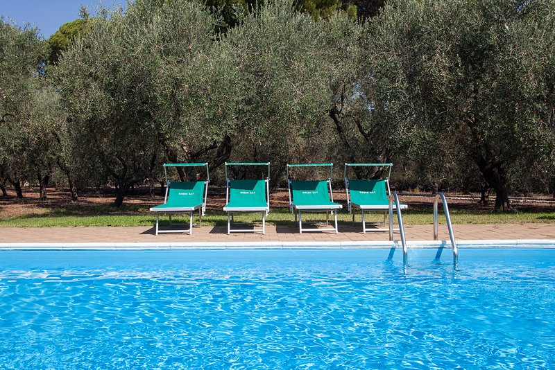 Trullo salentino con 2 camere letto e piscina m540, holiday rental in Soleto