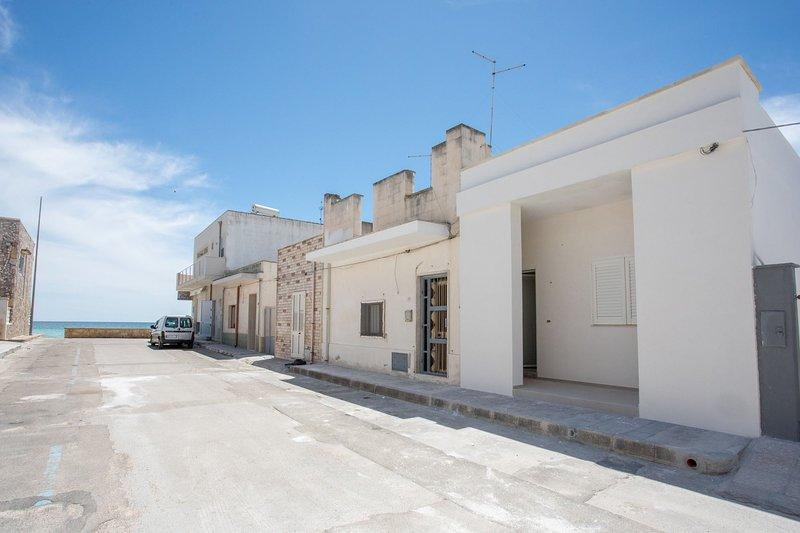 Casa Leda | appena 10 metri dalla spiaggia ..., holiday rental in Torre Lapillo