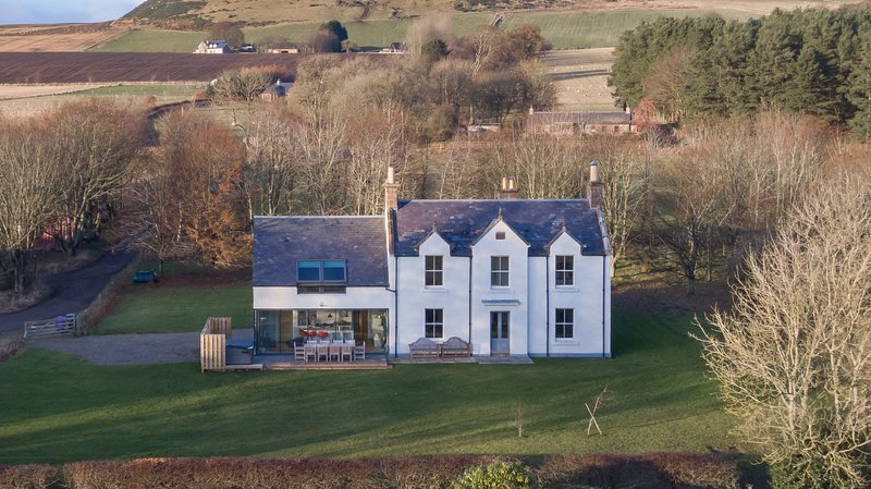 Greenmyre Farmhouse near Kirriemuir in Angus, vacation rental in Murthill