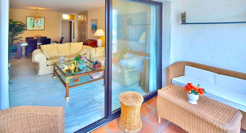 Casa Elena - living-room and terrace