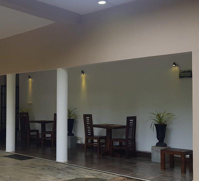 Facilities and feathers, holiday rental in Inamaluwa