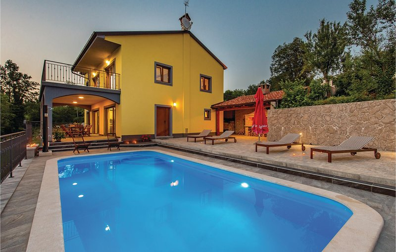 Awesome home in MAli Brgud with WiFi and 4 Bedrooms (CKO975), location de vacances à Podgrad