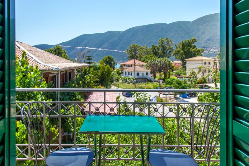 Drakatos apartment with beautiful views in Vasiliki, Lefkada, vacation rental in Kontarena