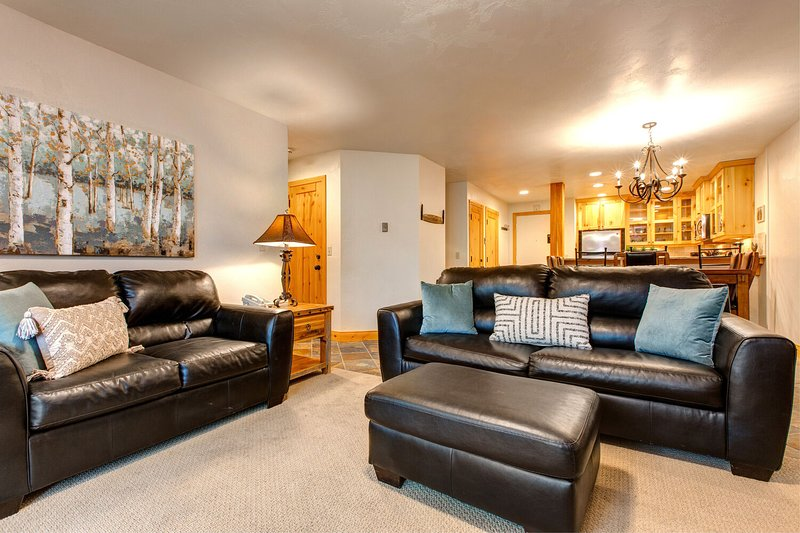 Mobilier de salon confortable comprenant un canapé-lit queen