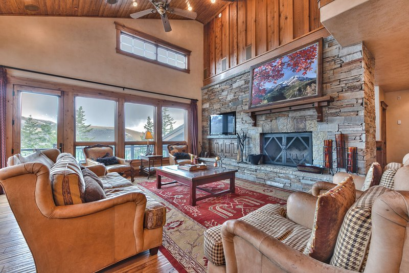 Spacious Living Room with Mountain Furnishings, a Wood Burning Fireplace, 50'' HDTV, Hardwood Flooring, and Mountain Views