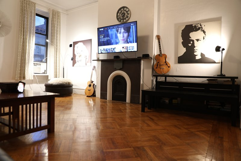 Full Floor Apt. in the Heart of the East Village!, vakantiewoning in New York
