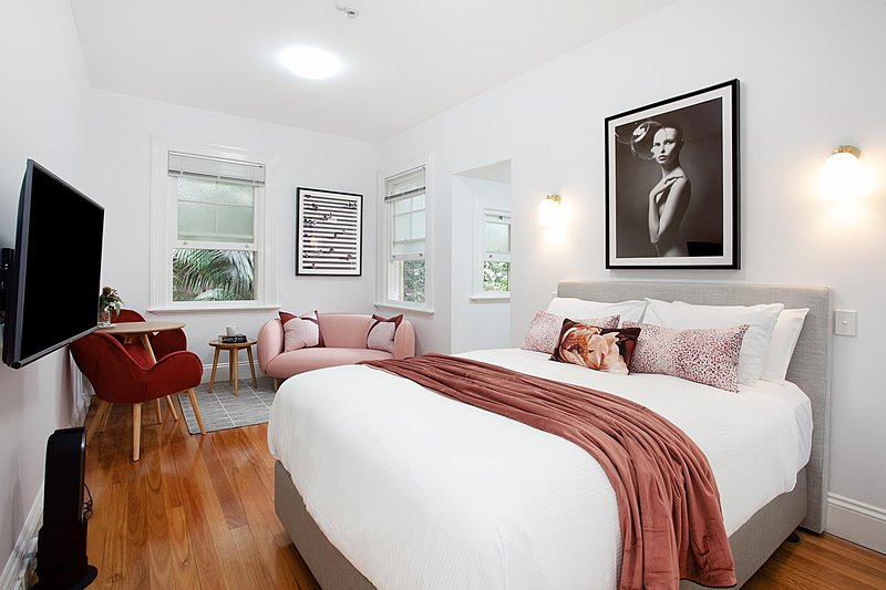 Elegant Studio in Grand Manor 20 min From Sydney, holiday rental in Summer Hill