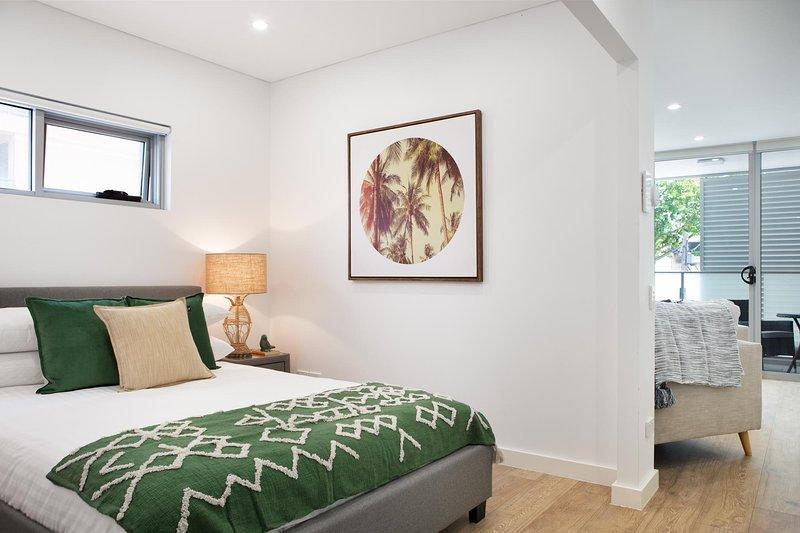 Ultra Modern Studio Suite With Balcony Near Shops, location de vacances à Strathfield