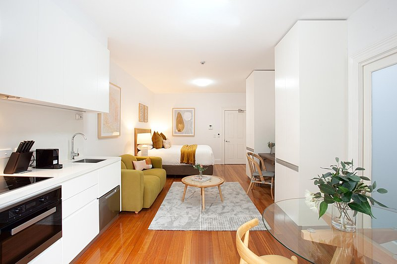 Leafy and Tranquil Inner West Studio Apartment, holiday rental in Stanmore