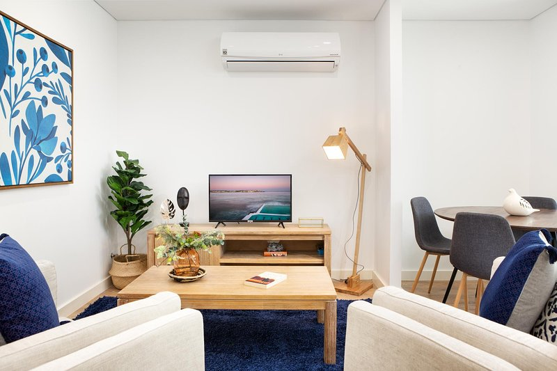 Ultra Modern Studio Suite With Balcony Near Shops, holiday rental in Sydney Olympic Park