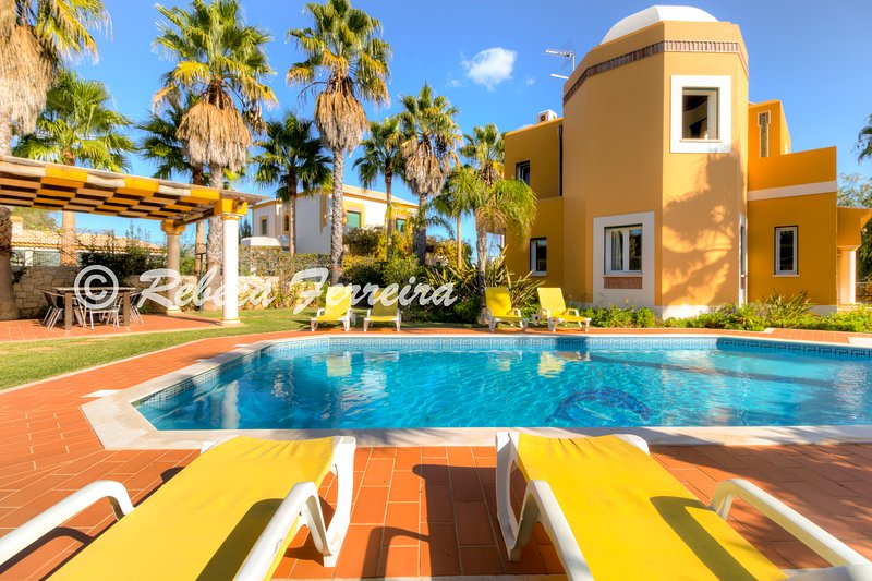 V4 Alegria - 4 Bed w/ private Pool, table tennis, fenced garden, vacation rental in Guia