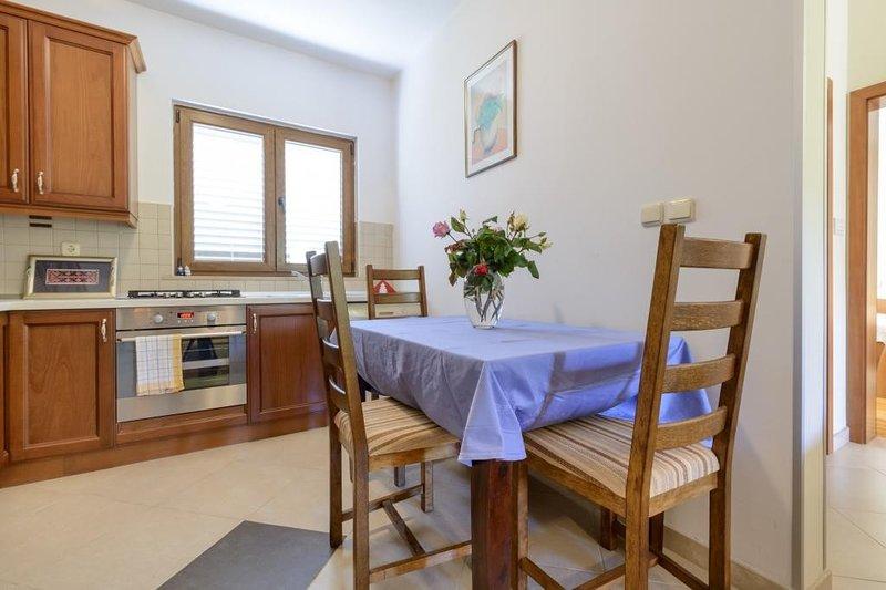 Apartment Petar - Two Bedroom Apartment with Terrace, alquiler vacacional en Njivice