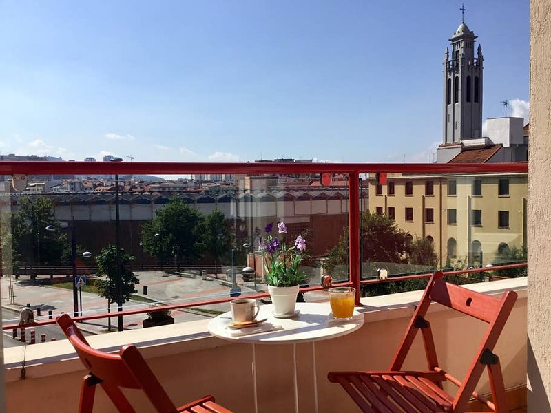 Bilbao Centro-Plaza toros WIFI-SILENCIOSO by Urban Hosts, holiday rental in Orozko