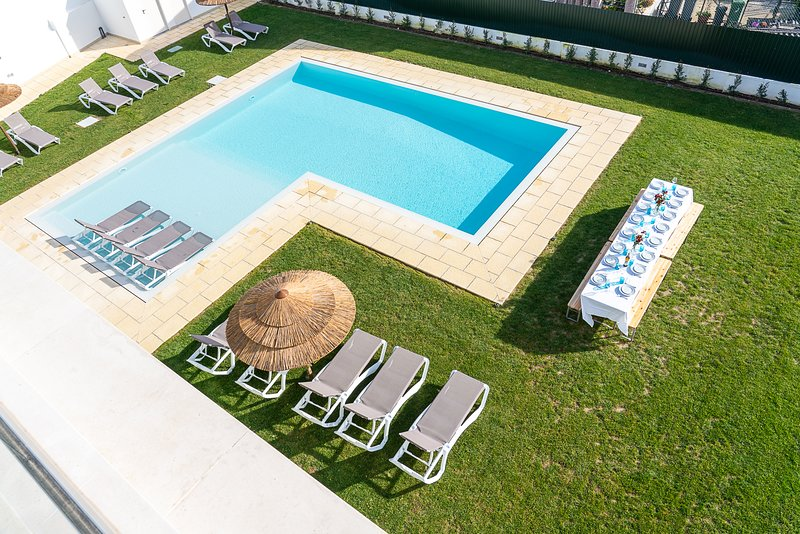 Villa Mena - New!, holiday rental in Setubal District