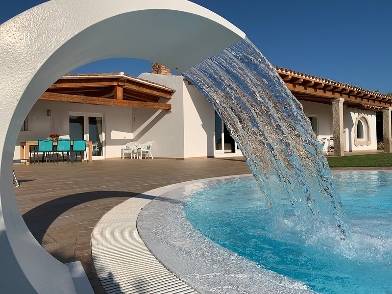 VILLALUXX is Wonderful & Modern ,Huge SwimPool and Whirlpools . GreatSea Views, vacation rental in Porto San Paolo