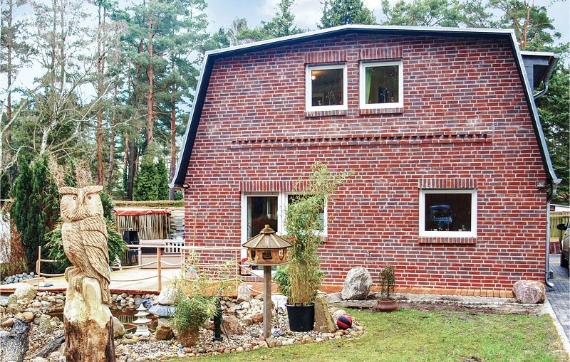 Awesome home in Berlin with Sauna, WiFi and 4 Bedrooms (DBE143), casa vacanza a Spreenhagen