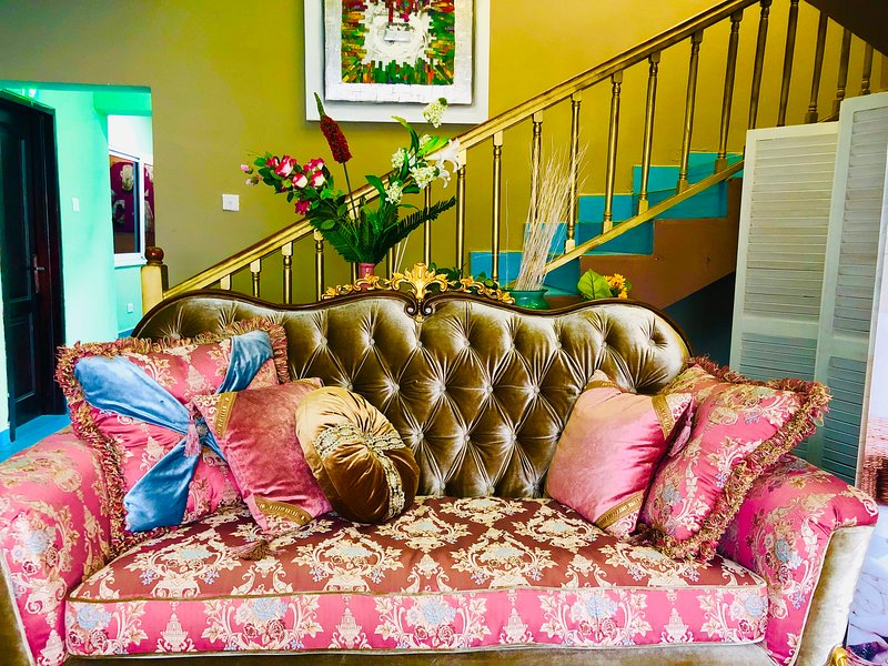 Suites Emporium, location de vacances à Legon