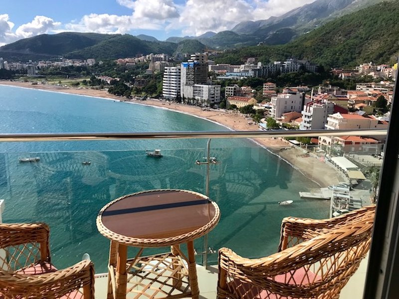 Appartamento a Rafailovici-Vista mare e terrazza con piscina