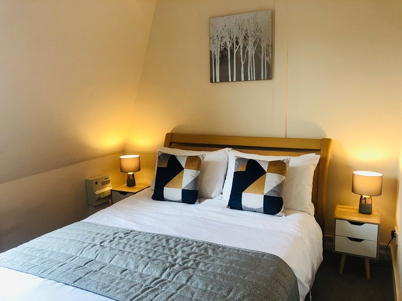 Fantastic One Bedroom Loft Style Apartment- Bang in the City Centre!, holiday rental in Madingley