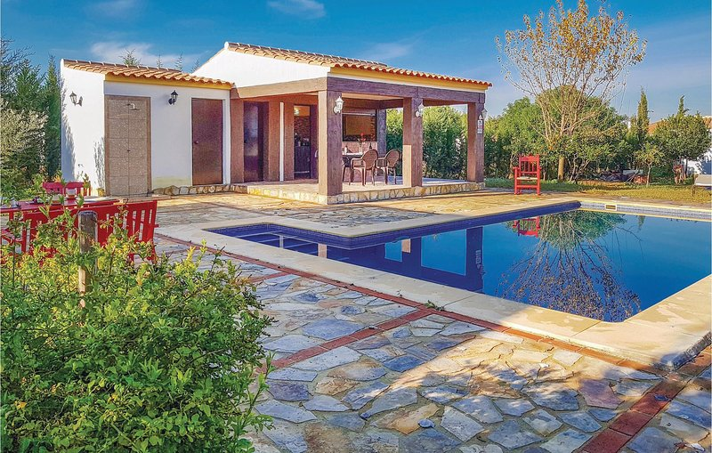Nice home in Villamartin with WiFi, 3 Bedrooms and Outdoor swimming pool (EAC370, holiday rental in Villamartin