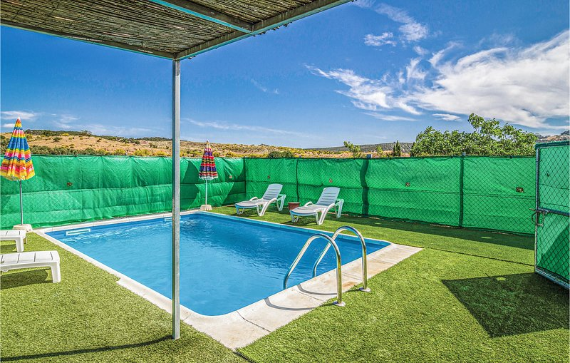 Amazing home in Villanueva del Rosario with Outdoor swimming pool and 6 Bedrooms, holiday rental in Villanueva del Rosario