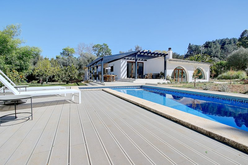 Villa Roca Verde with private pool, terraces, and luscious gardens, holiday rental in Es Capdella