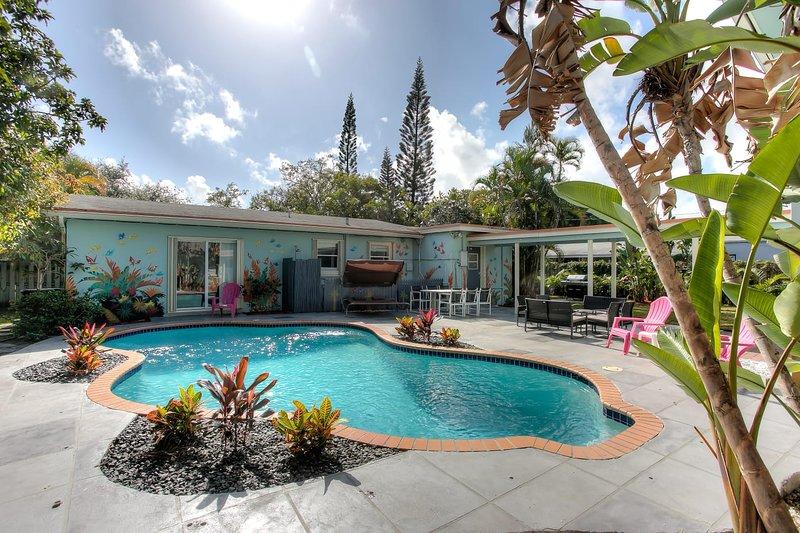 UNIQUE CUSTOM RESORT HOME..7 BEDROOMS 5 BATH POOL HOME.., Ferienwohnung in Hollywood