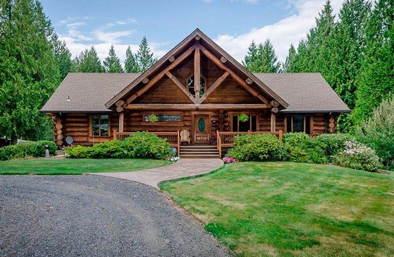 A Log House in a Private Forest (Near Portland Oregon PDX), aluguéis de temporada em Saint Helens