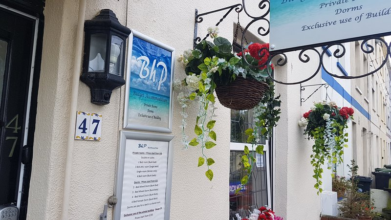 BhP - 8 Bedrooms - Sleeps 21 - Close to Beach, holiday rental in Weymouth
