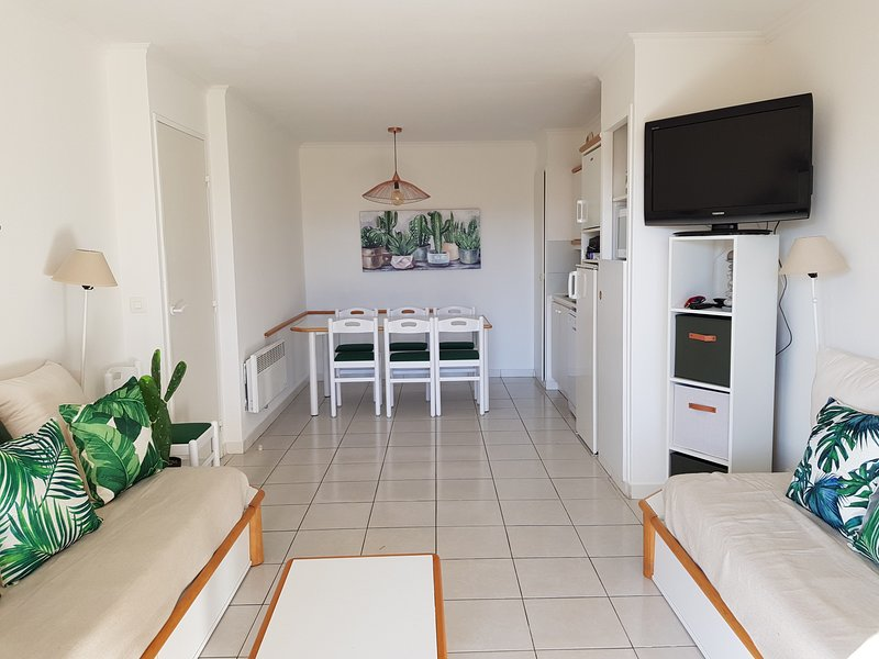 CAP ESTEREL VILLAGE : 3 pièces rez de jardin au calme proche du centre : F2 : 36, holiday rental in Le Dramont