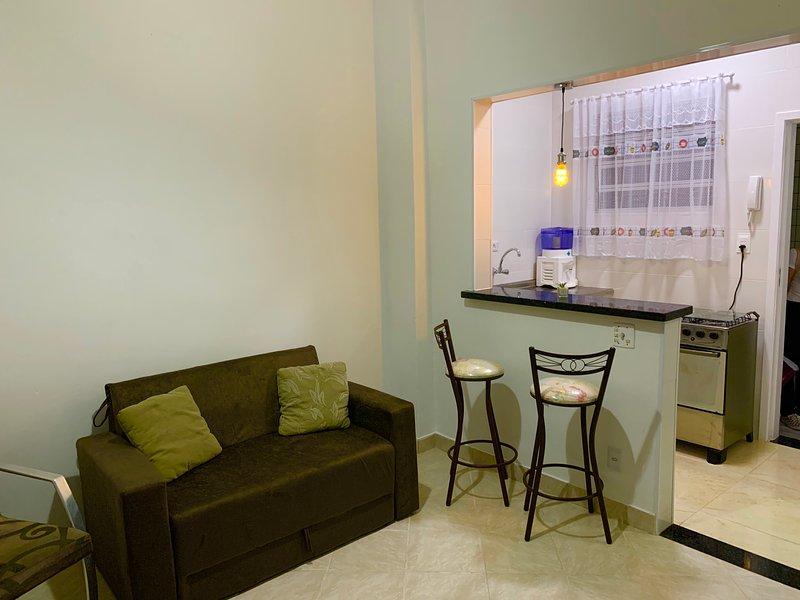 Ótimo apartamento de 1 quarto reformado e próximo a praia da Ocian, Praia Grande, aluguéis de temporada em Praia Grande