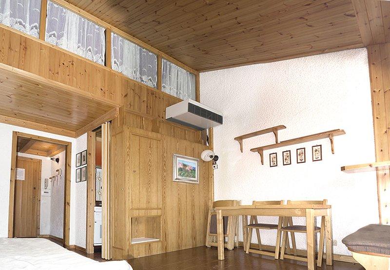 Appartamento bellissimo di 60mq, 150mt dalle piste, situato di fronte al lago, holiday rental in Madonna Di Campiglio