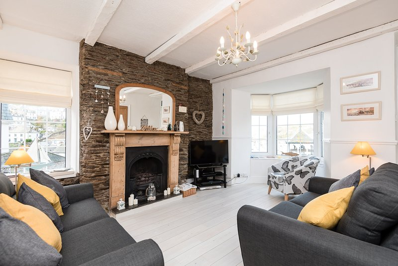 Hawthorne - Beautiful Looe cottage with stunning views and parking, Ferienwohnung in Looe
