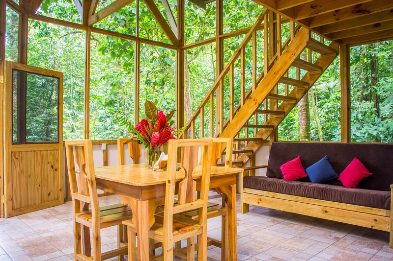 Quaint, three-level treehouse w/incredible views of nature and wild animals! – semesterbostad i San Vito