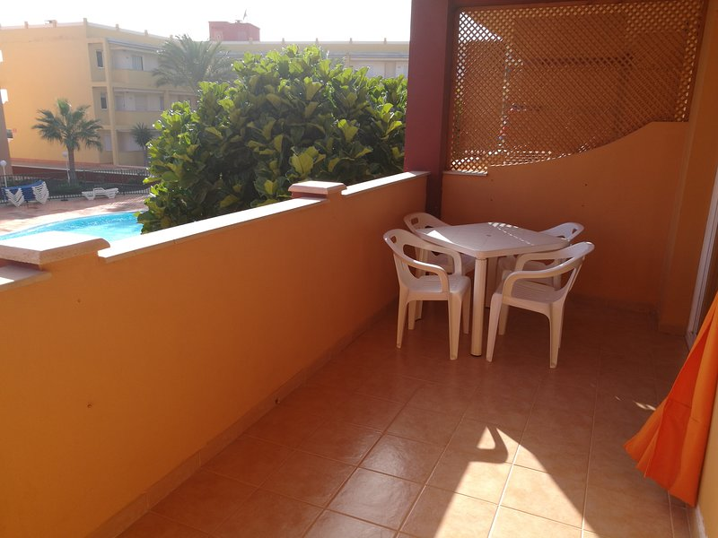 Nice apartment with shared pool, location de vacances à Guisguey