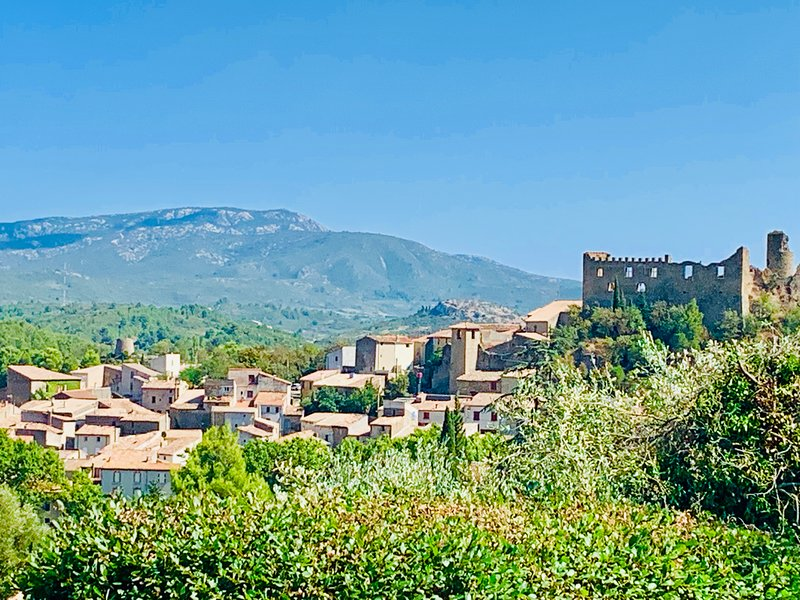 Four bedroom villa in Languedoc with private pool and stunning views!, holiday rental in Cascastel-des-Corbieres